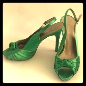 Nine West satin green heels 7 m